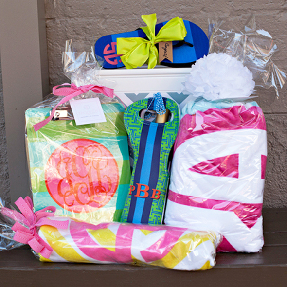 me&re wrapped gifts dosaygive blog square image